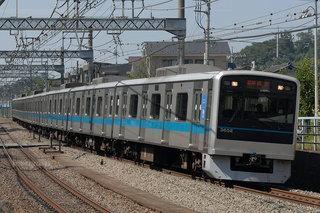 小田急線沿線火災で電車も延焼