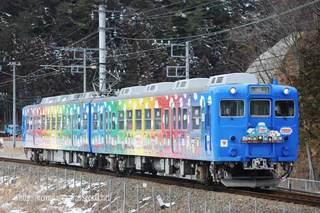 三つ峠〜寿を行く富士急行の電車