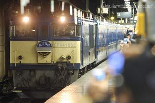 上野駅で発車時刻を待つあけぼの