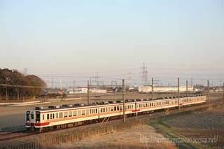 杉戸高野台付近を行く東武6050系