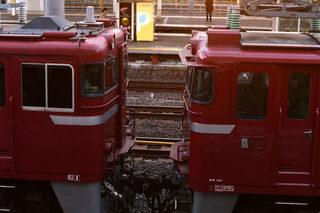 EF81 141牽引・ED75 759入場配給