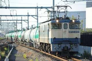 武蔵野線を行く特急色のEF65-2121